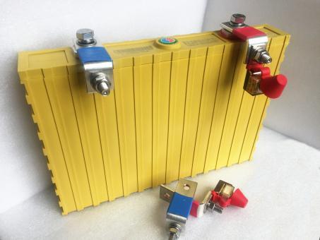 Winkel (passend für Winston Batterien) 400-700Ah | ja